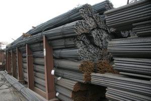 Как правильно складывать арматуру на строительной площадке